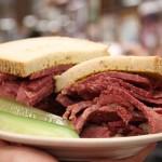 Legendarne Katz's Delicatessen, czyli najsłynniejsze na świecie kanapki z pastrami /Nowy Jork