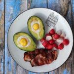 Śniadania mistrzów: jajka zapiekane w awokado
