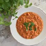 Wegańska zupa dahl – gęsta, sycąca i szalenie aromatyczna