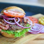 Jak w domu zrobić idealnego hamburgera? Łatwiej, niż myślisz