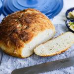 Chleb z garnka – szybki przepis bez wyrabiania, który zawsze wychodzi