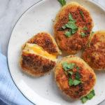 Placki z gotowanych ziemniaków z rozkosznie ciągnącym się serem – przepis