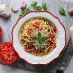 Cztery częste błędy popełniane podczas gotowania makaronu i przepis na wakacyjne spaghetti