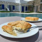 Feta w cieście filo z miodem i sezamem – przepis na cudowny grecki przysmak