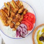 Doskonale soczyste souvlaki, czyli grecki street food łatwy do zrobienia w domu – przepis